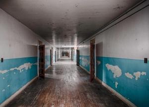 Hallway in blue